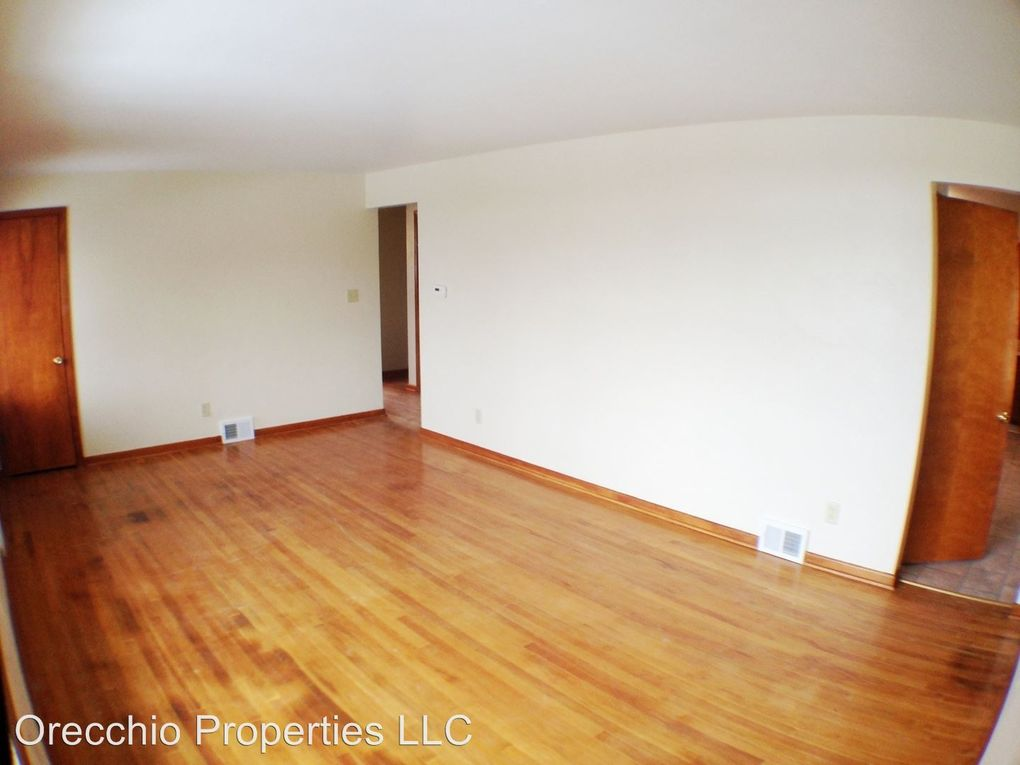 125 Capitol Dr, Weirton, WV 26062