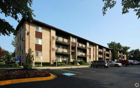 Photo of 6872 Riverdale Rd, Lanham, MD 20706