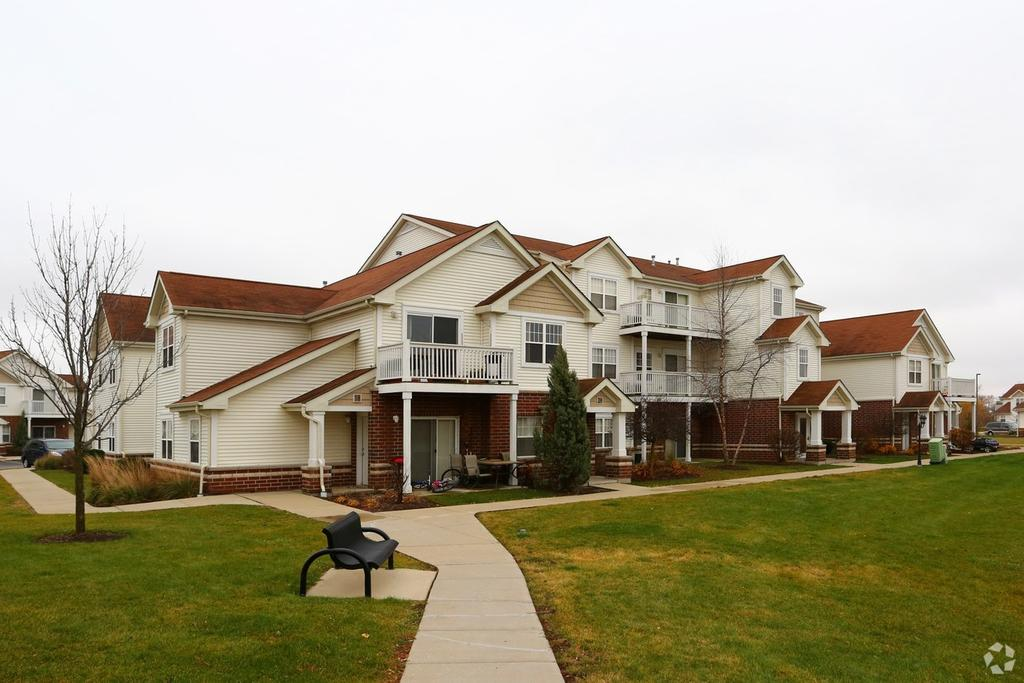 1420 Commons Dr, Woodstock, IL 60098