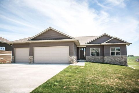 Photo of 1604 Palmer Ct, Parkersburg, IA 50665