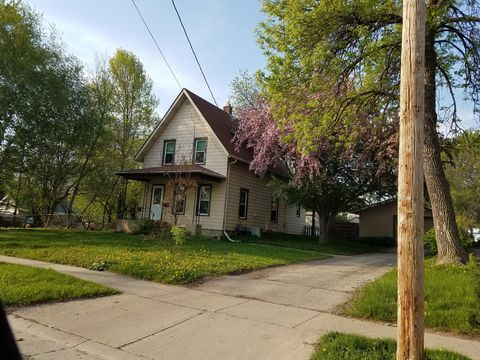 323 W North Water St, Neenah, WI 54956