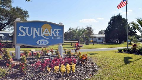 1045 Great Lakes Blvd, Grand Island, FL 32735