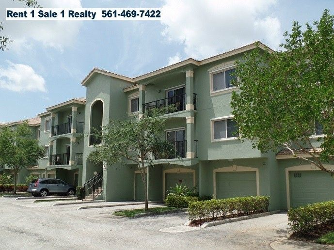 300 Crestwood Cir, Royal Palm Beach, FL 33411