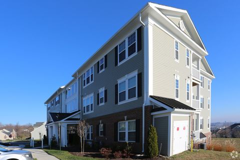 Photo of 2401 Highpoint View Ct, Frederick, MD 21702