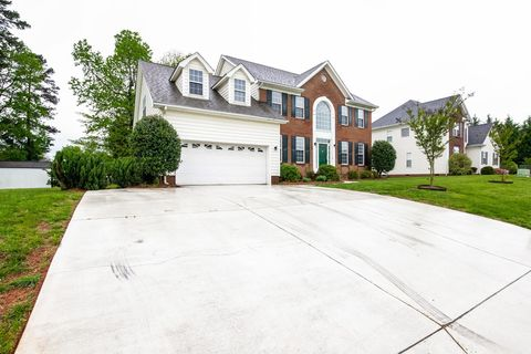 Photo of 14840 Rexford Chase Ct, Matthews, NC 28104