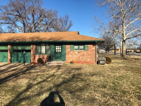 Photo of 2502 N Washington St Apt A, Hutchinson, KS 67502
