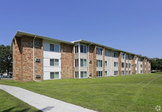 The Point Apartments At Robbinsdale