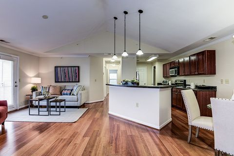 Photo of 7351-7351 Yountville Dr, Gainesville, VA 20155