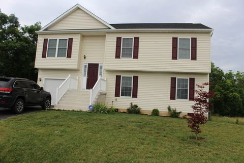 Photo of 42 Mullens Cir, Martinsburg, WV 25404