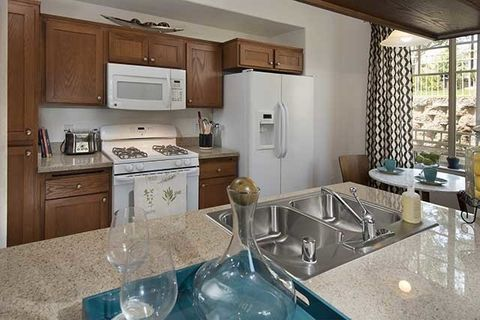 Photo of 29128 Oak Creek Ln, Agoura Hills, CA 91301
