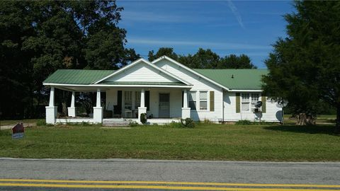 Photo of 5876 Stricklands Crossroads Rd, Four Oaks, NC 27524