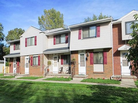 Photo of 32 Portland Pkwy, Rochester, NY 14621