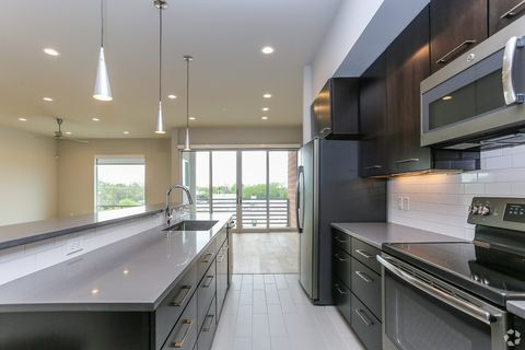 Sensational Hyde Park Austin Tx Apartments For Rent Realtor Com Home Interior And Landscaping Pimpapssignezvosmurscom