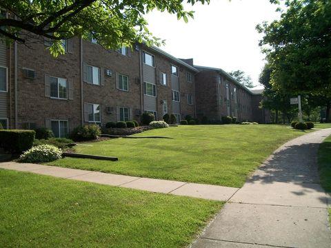 105 Twin Oaks Dr, Joliet, IL 60431