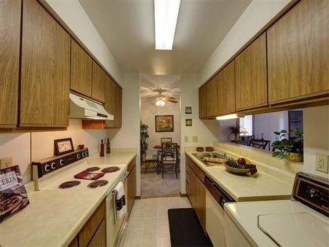 302 Parkwood Ln, Madison, WI 53714