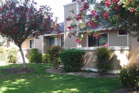 Photo of 250 W Bullard Ave, Clovis, CA 93612
