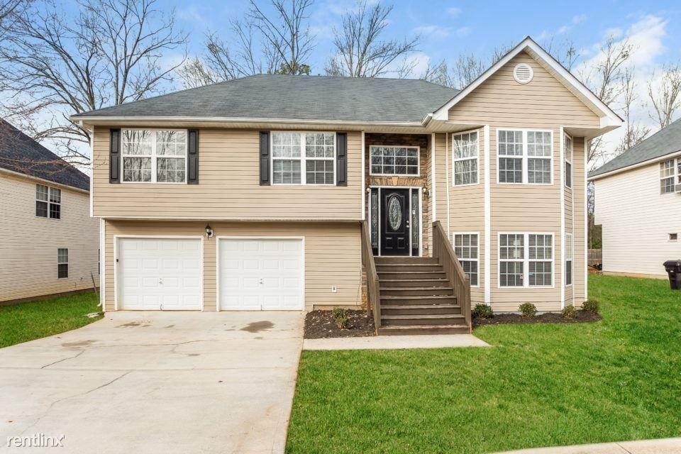 11569 Registry Blvd, Hampton, GA 30228
