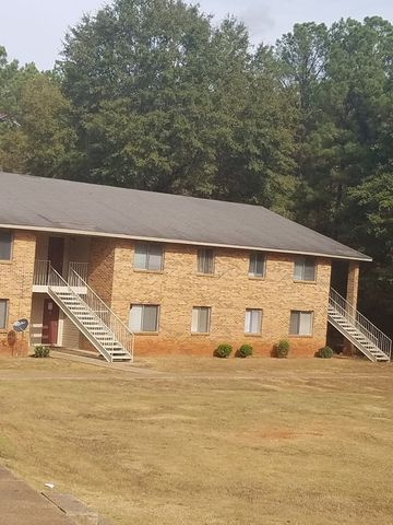 Photo of 1305 Woodhill Dr, Sylacauga, AL 35150