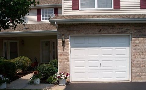 Photo of 12068 Baneberry Dr Apt 5, Roscoe, IL 61073