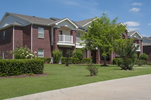 Photo of 147 Links Dr, Canton, MS 39046