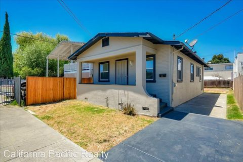 Photo of 1121 60th Ave, Oakland, CA 94621