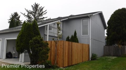 Photo of 241 And 243 Cypress St, Brookings, OR 97415