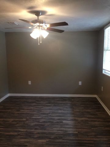 Photo of 1362 Pitkin Rd Apt 10, Leesville, LA 71446