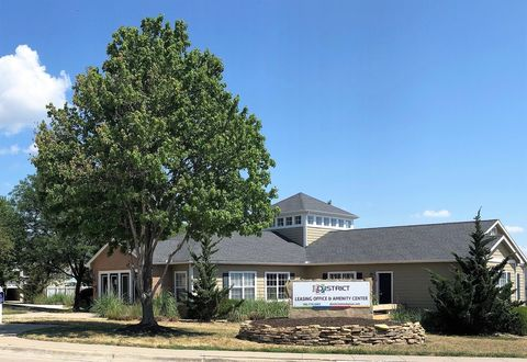 Photo of 1409 Chase Pl, Manhattan, KS 66502