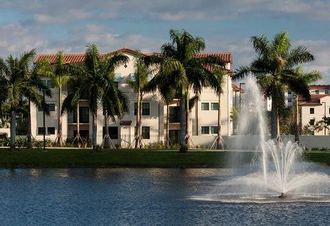 Photo of 290 Courtney Lakes Cir, West Palm Beach, FL 33401