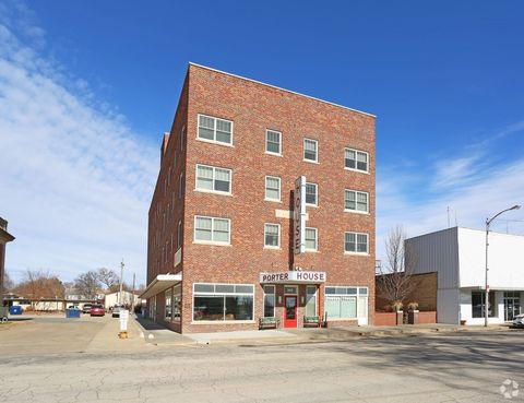 Photo of 209 E Main St, Beloit, KS 67420