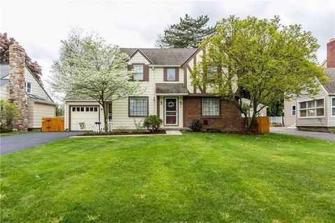 Photo of 43 Thorncliffe Dr, Rochester, NY 14617