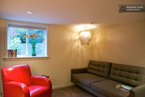 Photo of 7738 9th Ave Nw, Seattle, WA 98117
