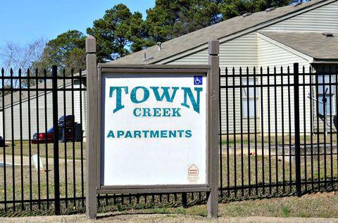 Photo of 1 Auburn St, Town Creek, AL 35672