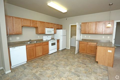 906 Park Ave W, Watford City, ND 58854