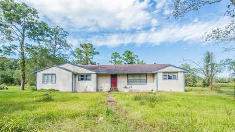 Photo of 1511 Rodeo Bend Rd, Dickinson, TX 77539