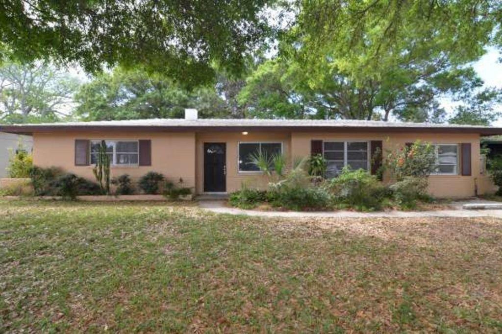 8500 Jacaranda Ave, Seminole, FL 33777