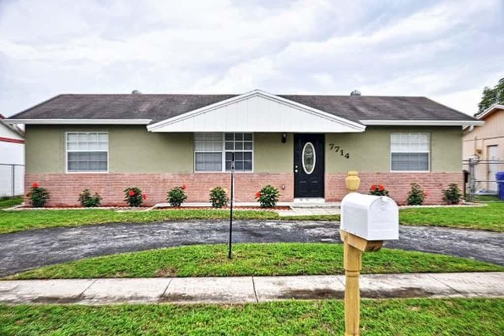7714 SW 6th Ct, North Lauderdale, FL 33068