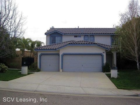 28476 Rodgers Dr, Saugus, CA 91350