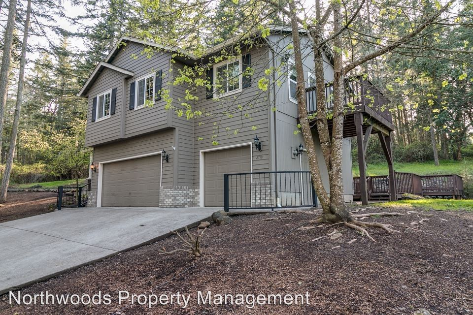 2710 Warren St, Eugene, OR 97405