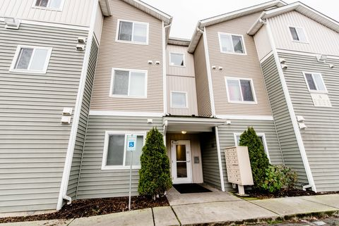 Photo of 10790 16th Ave Sw, Seattle, WA 98146
