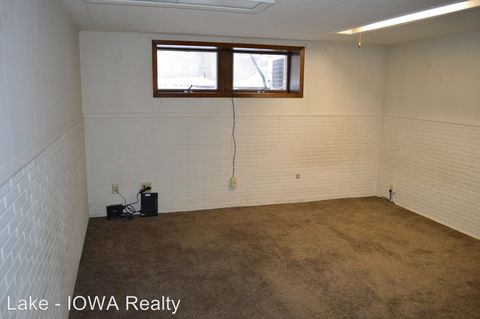 Photo of 201 S 4th St, Clear Lake, IA 50428