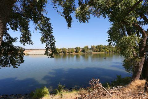 Photo of 6058 Riverside Blvd, Sacramento, CA 95831