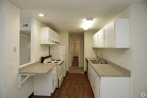 Photo Of 5820 Sw Candletree Dr Topeka Ks 66614 Apartment For Rent
