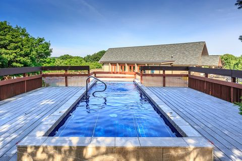 Photo of 1551 Treetop Trl, Akron, OH 44313
