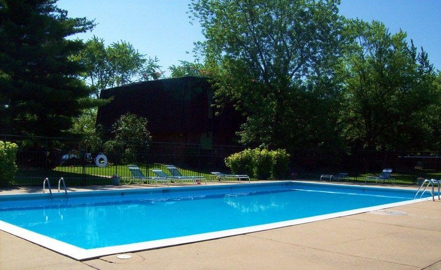 801 Sherwood Lake Dr, Schererville, IN 46375