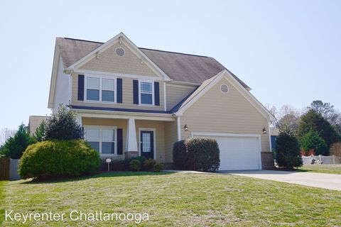 Photo of 7567 Hampstead Hall Dr, Ooltewah, TN 37363