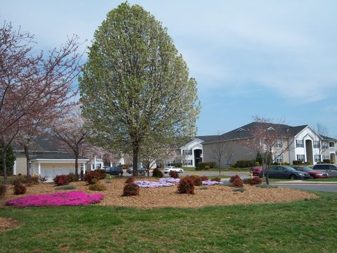 Photo of 501 Phillips Ln, Statesville, NC 28625