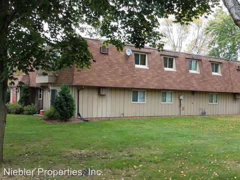 Photo of 104 Eilbes Ave, Beaver Dam, WI 53916