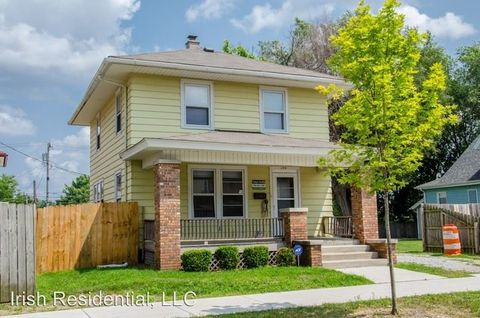 Photo of 130 N Saint Louis Blvd, South Bend, IN 46617