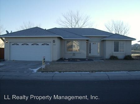 420 Dog Leg Dr, Fernley, NV 89408